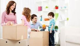Famille déménageant